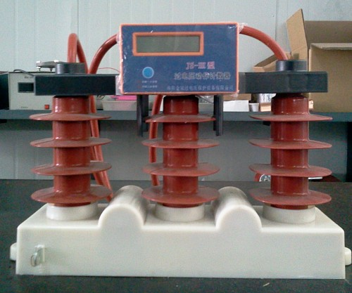 Intelligent monitoring metal oxide surge arrester for switchgear